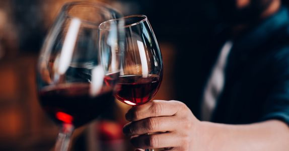 Study: Compound in Red Wine Can Alleviate Knee Pain