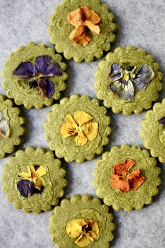 Spring is Coming: Matcha Flower Cookie Sandwiches