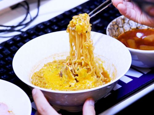 Watch: The Korean Gaming Cafes Serving Cheese Ramen, Corn Dogs, and Kimchi Fried Rice