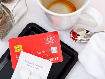 How Does Credit Card Fraud Through a Restaurant Work?