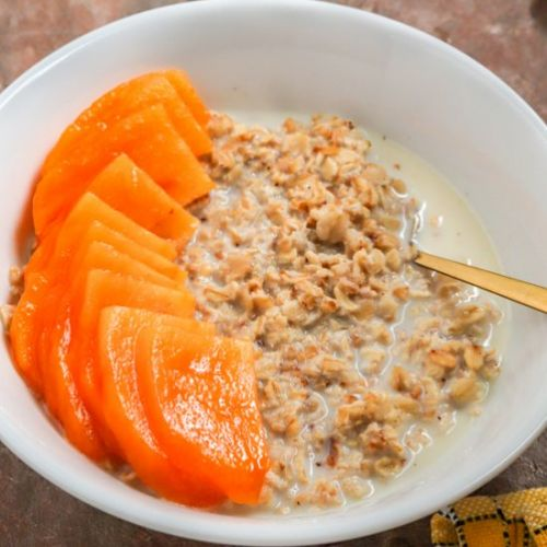OVERNIGHT OATS WITH PERSIMMON FRUIT