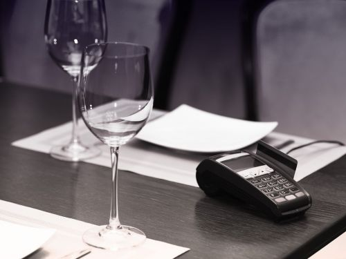 How to Get the Most Credit Card Rewards When Dining Out