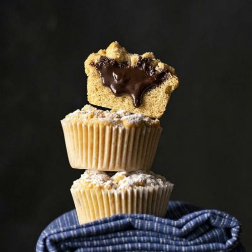 Nutella stuffed crumble muffins