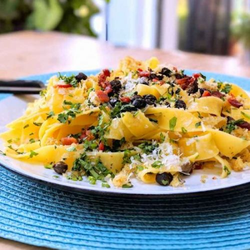 Pasta with crispy capers
