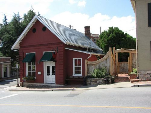 Red Hen Restaurant Owner Doxxed After Kicking Out White House Press Secretary