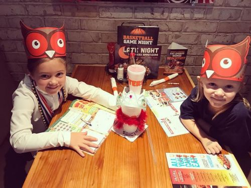 Hooters Offers Free Kids Meals During Tax Day Weekend