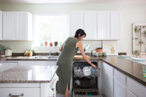 7 Cleaning Hacks That Don't Actually Work