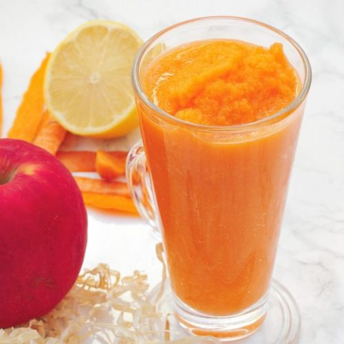 Carrot-apple ginger smoothie