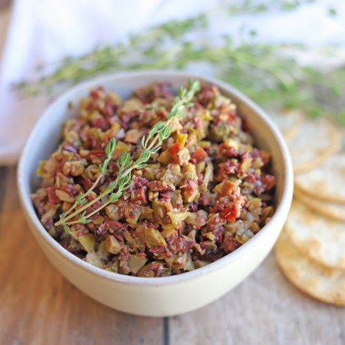 Olive tapenade with garlic & thyme