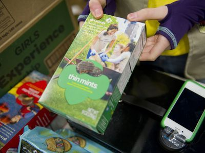 Genius Girl Scout Selling Cookies Outside a Weed Dispensary Makes a Killing