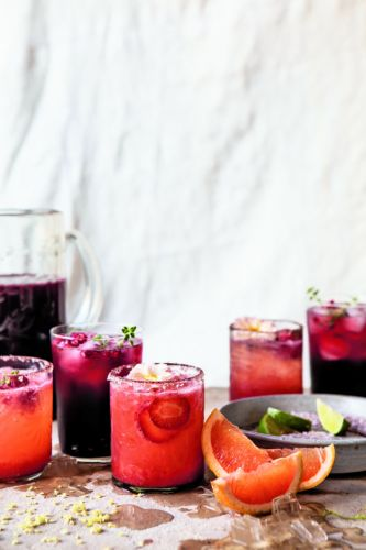 The Ideal Big-Batch Cocktail for Holiday Parties
