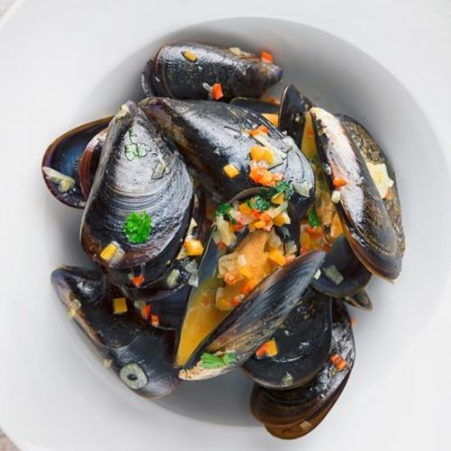 Beer Steamed Mussels with Chili