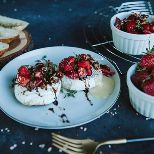 Grilled camembert with strawberries