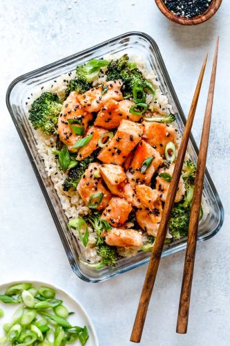 Honey Sriracha Chicken and Broccoli Meal Prep Bowls