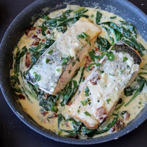 Spinach & salmon in creamy sauce