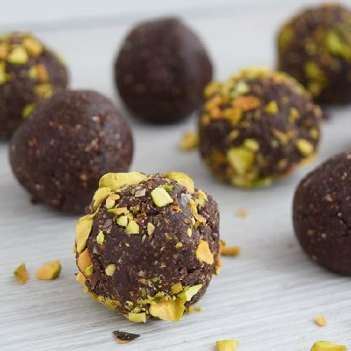 Vegan Chocolate Almond Energy Balls