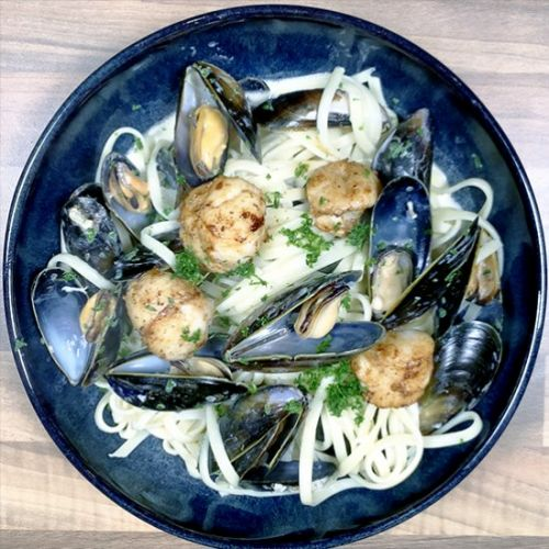 Linguine with Mussels and Scallops