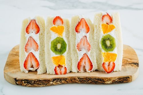 Japanese Fruit Sandwich フルーツサンド