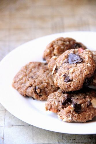 Vegan almond oatmeal chocolate chip cookies