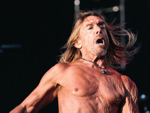 Watch Four Minutes of Iggy Pop Casually Eating a Hamburger