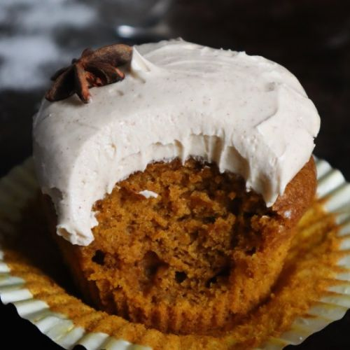 Pumpkin cupcakes w. maple frosting