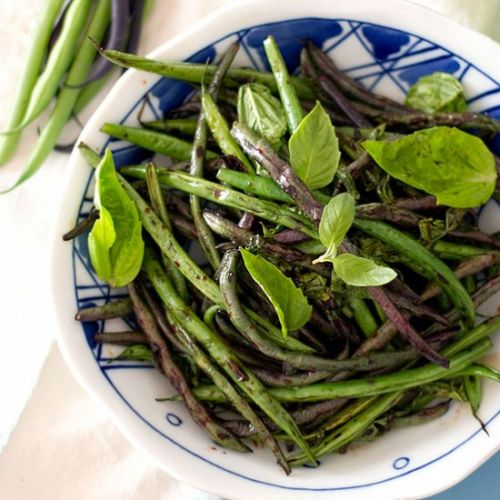 Sautéed green beans with basil