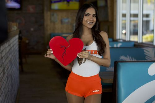 ShredYourEx, Get Free Wings at Hooters this Valentine's Day