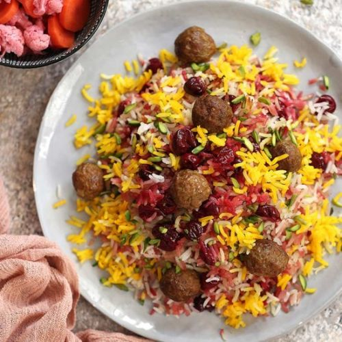Sour cherry rice with meatballs