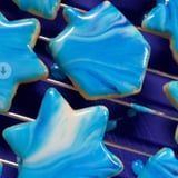 These Mesmerizing Hanukkah Cookies on TikTok Are Coated in a Marbled Vodka Glaze