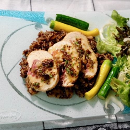 Chicken stuffed with apricots, brie