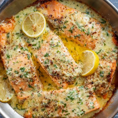 Baked Salmon with creamy sauce