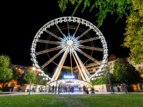 Budapest Restaurant Solves Social Distancing Dilemma by Serving Dinner on a Ferris Wheel