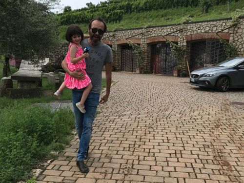 For our vines have tender grapes: our daughters discover the vineyards in Italy