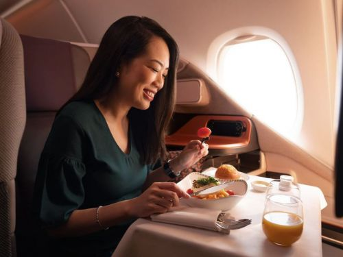 Singapore Air Offer to Eat on a Grounded Plane Sells Out Almost Immediately