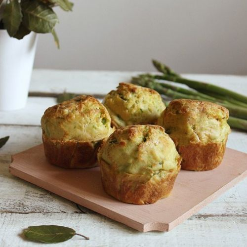 Muffins with zucchini and asparagu