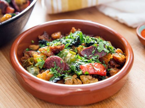 Spanish-Style Migas With Chorizo, Peppers, and Kale