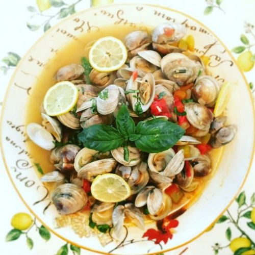 Steamed Littleneck Clams in Wine