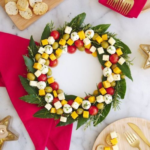 Christmas Wreath Cheese Platter