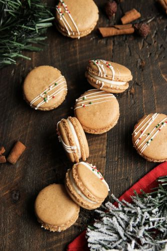 Gingerbread Macarons with White Chocolate Cream Cheese Frosting