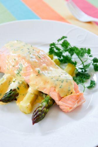 Tasty and Easy Poached Salmon with Chervil Hollandaise