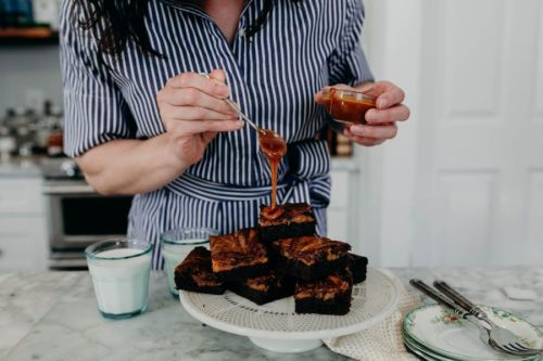 Bourbon Caramel Brownies + A KENTUCKY DERBY GIVEAWAY!