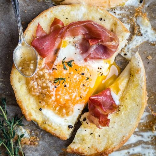 Bagel-eggs-in-a-hole