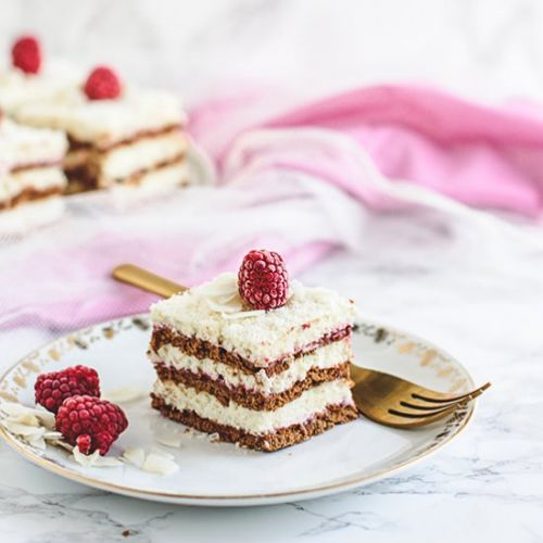 No bake coconut raspberry cake