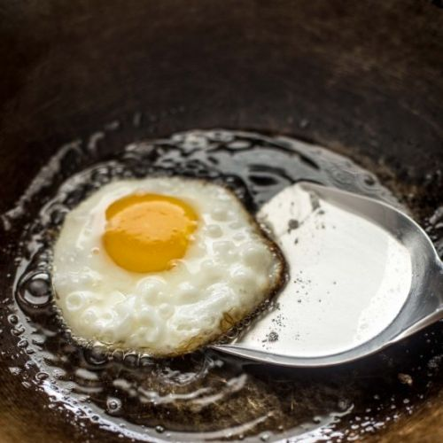 How to Fry an Egg in a Wok