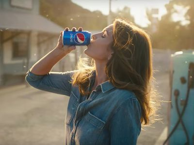 Watch Pepsi's New Super Bowl Commercial With Cindy Crawford