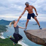 """Tourists Wait in Hour-Long Lines to Take the CRAZIEST Photos at This """"Cliff"""" in Brazil"""