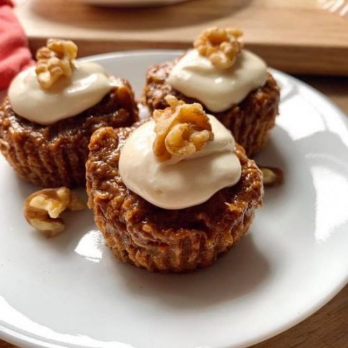 Maple Frosted Carrot Cake Cupcakes