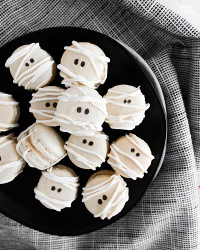 Mummy Macarons with Maple Cinnamon Filling