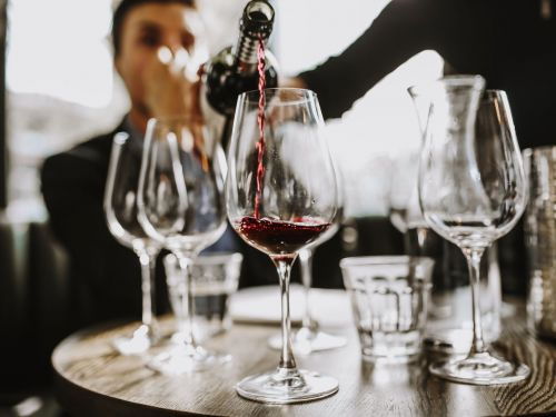 In 'Wine Girl,' a Sommelier Recounts Misogyny and Abuse in the Fine-Dining World