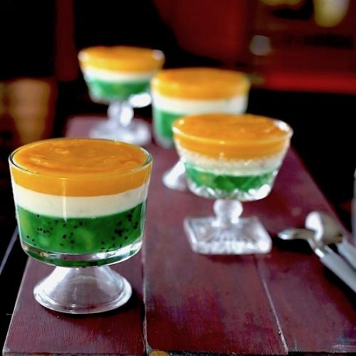 Kiwi, cream and mango pudding